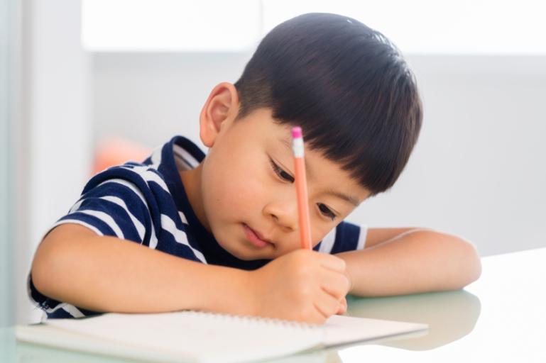 teach-child-write-name